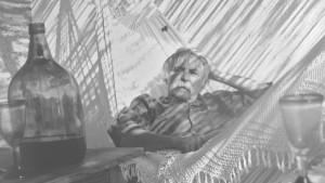 """""""Immer Hängematte"""" - Janosch in Hemingway-Pose. (Foto: privat)"""