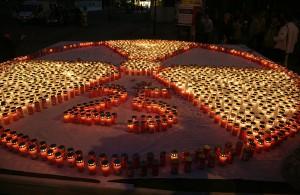 Gedenkveranstaltung 25 Jahre nach dem Reaktorunfall (Wien 2011) 2000 Kerzen zur Erinnerung an die Katastrophe von Tschernobyl 1986 bei einer Gedenkveranstaltung 25 Jahre nach dem Reaktorunfall sowie zur Nuklearkatastrophe von Fukushima 2011 auf dem Stephansplatz in Wien. (Manfred Werner/Wikimedia (CC BY-SA 3.0)