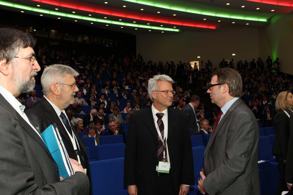 VBE-Chef Udo Beckmann (rechts) auf dem Deutschen Schulleiterkongress. Archivbild von 2012. Foto: Deutscher Schulleiterkongress
