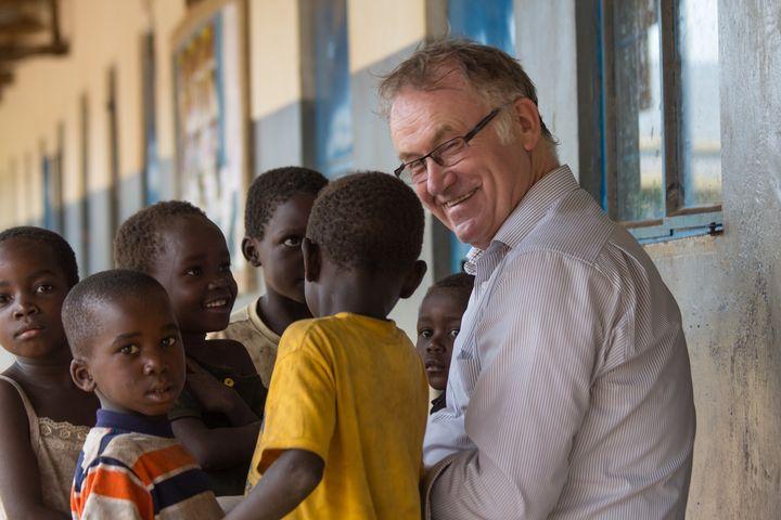 Die Neugier ist groß - auf beiden Seiten. Foto: Benedict Steilmann, Don Bosco Mission