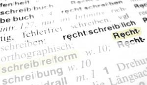 Die Rechtschreibreform sorgt offenbar auch heute noch für Verwirrung. Foto: Claudia-Hautumm / pixelio.de