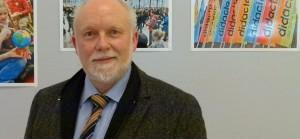 Nach Meinung von NRW-Philologenverbandschef Peter Silbernagel sollen neben zusätzlichen Lehrern auch Pensionäre die Integration von Flüchtlingskindern an den Schulen unterstützen. Foto: News4teachers.