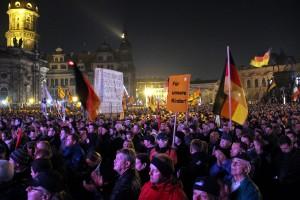 Pegida-Demonstration in Dresden. Politiker nahezu aller Landtagsfraktionen wollen die politische Bildung an Schulen Stärken. Foto: straßenstriche.net / flickr