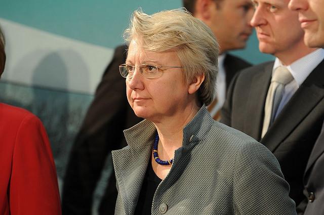 Darf gespannt sein auf den Ausgang des Verfahrens: Bundesbildungsministerin Annette Schavan. Foto: Mike Wolff / Flickr