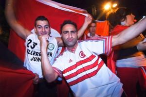 """""""Es gibt eine Parallelgesellschaft"""": Türkische Fußballfans in Kiel. Foto: Arne List / Flickr (CC BY-SA 2.0)"""