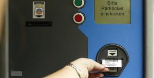 Stadt Köln bittet Lehrer für Parkplätze auf dem Schulgelände bald zur Kasse; Foto: Harry Hautumm / pixelio.de (1)