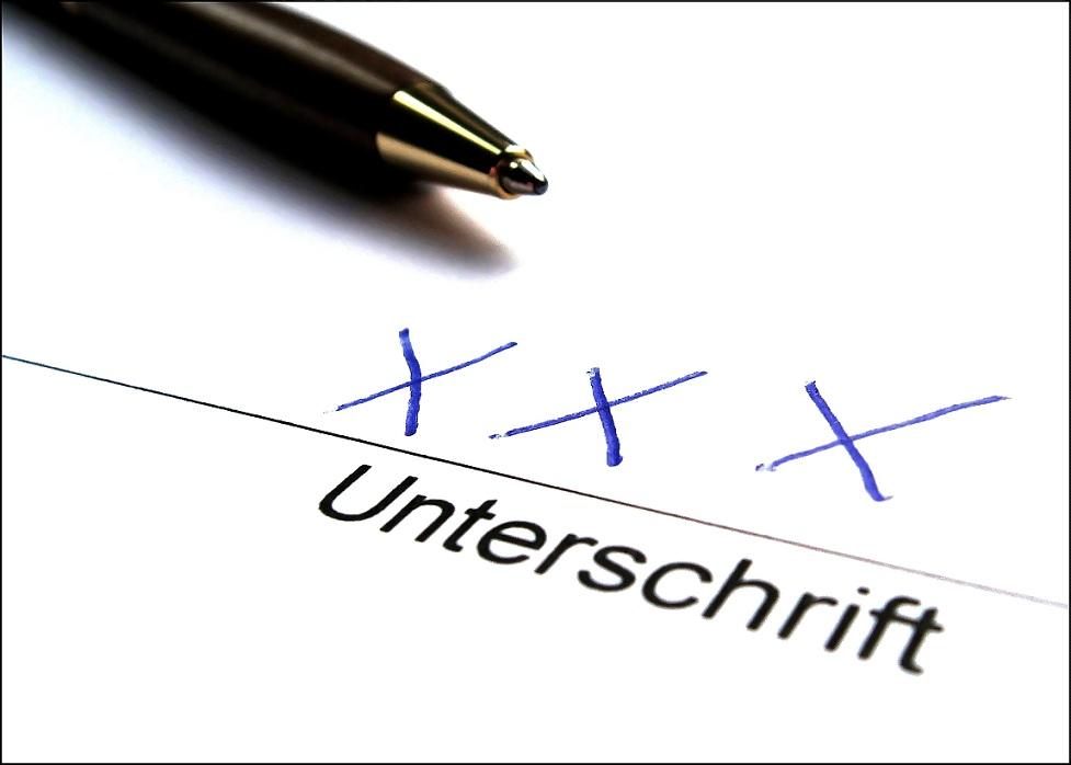 Viele Analphabeten verstecken sich - und täuschen etwa eine Sehnenscheidenentzündung vor, um nicht schreiben zu müssen. Foto: berwis / pixelio.de