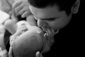Wenn der Vater sich auf sein Kind einlässt, lernt er dessen Bedürfnisse kennen und kann gezielt darauf eingehen. Foto: John Lemieux / Flickr (CC BY 2.0)