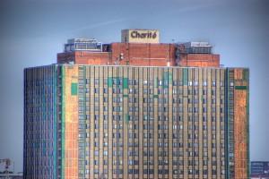 Mit 3.200 Betten und 7.000 Studenten ist die Charité das größte Universitätsklinikum Europas. Foto: twicepix / Flickr (CC BY-SA 2.0)
