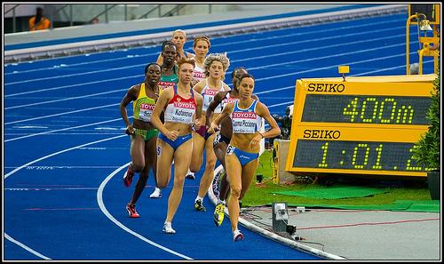 Sportler leben von weniger Geld als der Durchschnitt der Bevölkerung - hier Leichtathletinnen bei der WM 2009.(Foto: Andrä Zehetbauer/Flickr CC BY-SA 2.0)