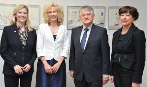 Universitätspräsidentin Prof. Dr. Babette Simon, Preisträgerin Kerstin Gleine, Physik-Nobelpreisträger Prof. Dr. Klaus von Klitzing, Dr. Stephanie Abke, Geschäftsstellenleiterin EWE Stiftung. (Foto: Universität Oldenburg)