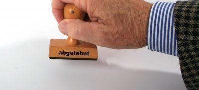 """Was die Schulkonferenzen meinen, interessiert nicht: """"abgelehnt"""". Foto: Rainer Sturm / pixelio.de"""