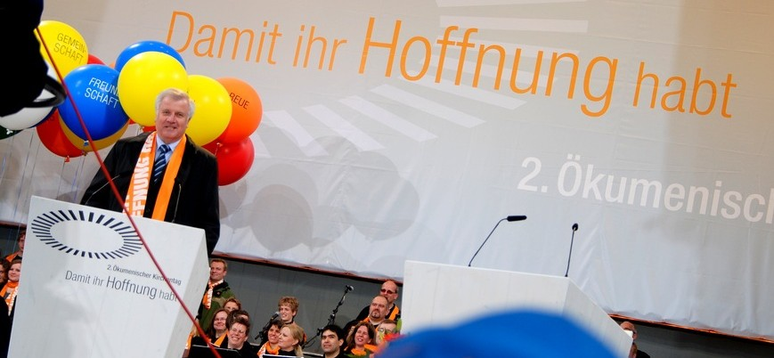 Bayerns Ministerpräsidetn Horst Seehofer - hier auf dem ökumenischen Kirchentag 2010 - hat den Spaß an Studiengebühren verloren. Foto: Patrick Piecha / www.patrick-fotography.de / flickr (CC BY 2.0)