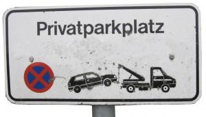 Müssen Lehrer bald fürs Parken auf dem Schulgelände zahlen? Foto: Wilhelmine Wulff / pixelio.de