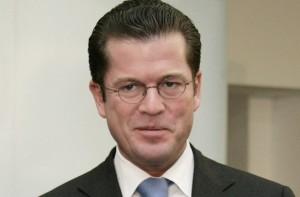 Ihm hätten nach der neuen Promotionsordnung strafrechtliche Konsequenzen gedroht: Kart-Theodor zu Guttenberg. Foto: Bundeswehr-Fotos / Flickr (CC BY 2.0)