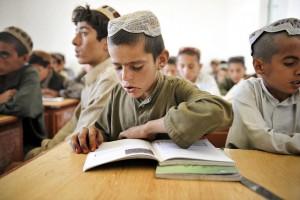 """""""Wir haben ein schreckliches Bildungssystem"""": Unterricht in Afghanistan. Foto: isafmedia / Flickr (CC BY 2.0)"""