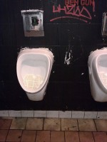 Hygieneprobleme: Viele Schüler benutzen ihre Schultoilette noch nicht mal mehr. (Foto: Conne Island/Flickr CC BY 2.0)