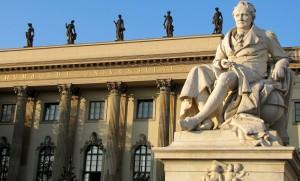 Wie lassen sich Hochschulen und Universitäten dauerhaft ausreichend finanzieren? Fassade der Berliner Humboldt-Universität. Foto: Rolf Handke / pixelio.de