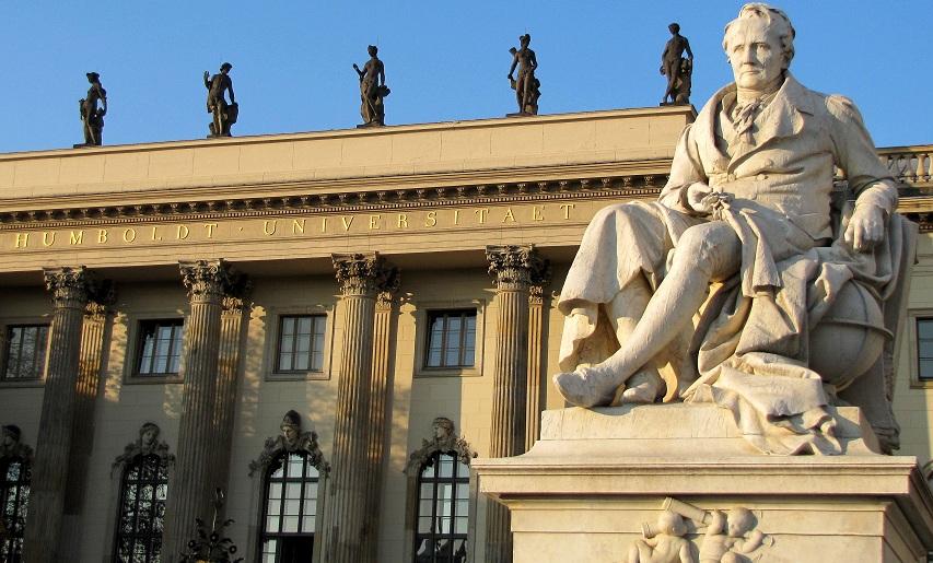 Immer mehr Studenten gibt es in Deutschland: Fassade der Berliner Humboldt-Universität. Foto: Rolf Handke / pixelio.de