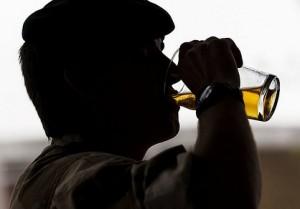 Schüler trinken sich weniger in den Rausch als noch vor einigen Jahren, stellt die Studie fest. (Foto: Defence Image/Flickr CC BY-NC 2.0)