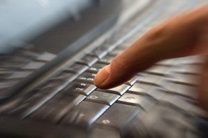 Immer mehr IT-Technik hält Einzug in die Klassenräume. (Foto: Rainer Sturm/pixelio.de)