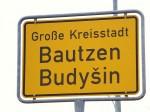 Zweisprachiges Ortsschild in der Kreisstadt Bautzen. (Foto: Julian Nitzsche/Wikimedia CC BY 3.0)