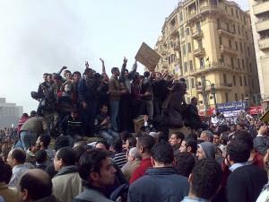 Demonstranten auf dem Tahir-Platz in Kairos Innenstadt im jahr 2011. (Foto: Ramy Raoof/Wikimedia CC BY 2.0)