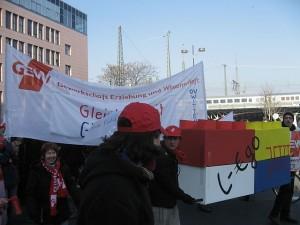 Demonstration der GEW in Dortmund im Jahr 2011 gegen ungleiche Bezahlung. (Foto: Mbdortmund/Wikimedia CC BY-SA 3.0)