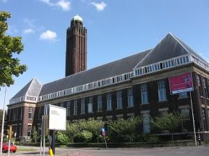 Niederländische Universitäten, hier das Hauptgebäude der Technischen Universität Delf, sind ein attraktives Ziel für deutsche Studenten. (Foto: M.M: MInderhoud/Wikipedia CC BY-SA 3.0)