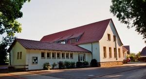 Die Marienschule in Hopsten-Halverde hat bald vielleicht nicht mehr ausreichend Schüler, um bestehen zu bleiben. (Foto: J.-H. Janßen/Wikimedia CC BY-SA 3.0)