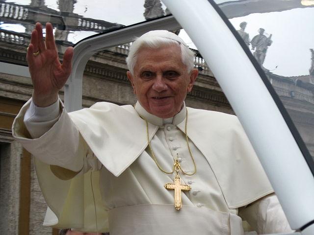 Benedikt XVI hat den Angehörigen sein tiefes Mitgefühl ausgesprochen. (Foto: Broc / Wikimedia Commons (CC-BY-3.0)