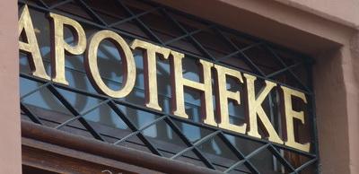 Die Landesregierung schaffe Tatsachen, lautet der Vorwurf der Apotheker. (Foto: Lupo/pixelio.de)