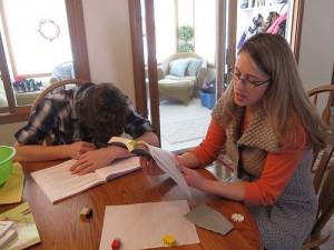 Eine amerikanische Mutter unterrichtet ihr Kind zuhause. (Foto. IowaPolitics/Flickr CC BY-SA 2.0)