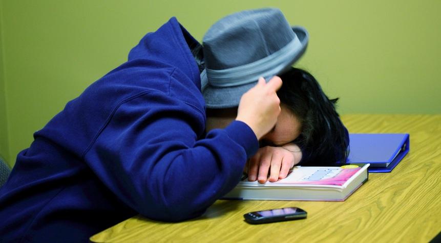 Null Bock: Immer mehr Schüler sehen keine Notwendigkeit, sich im Unterricht zu engagieren - meinen jedenfalls die Lehrer. Foto: Pink Sherbet Photography / flickr (CC BY 2.0)