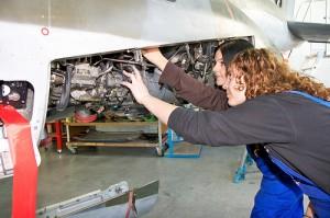 Mädchen und Maschinen ist immer noch ein ungewohntes Bild. (Foto: Arbeitgeberverband Gesamtmetall/Flickr CC BY 2.0)