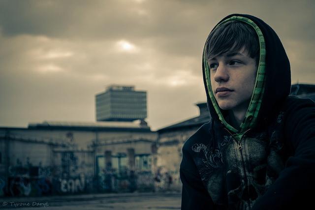 Jugendliche nutzen die Umgangssprache, um sich von Erwachsenen abzugrenzen. (Foto: Flickr/Tyrone Daryl (CC BY 2.0)