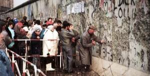 Mauerfall 1989: Wer damals in Ostdeutschland Abitur machte, hat in der Regel seine Chancen genutzt. Foto: Superikonoskop / Wikimedia Commons (CC BY-SA 3.0)