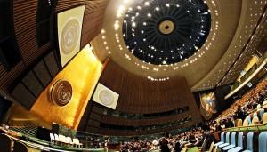 """Recht auf """"Menschenrechtsbildung"""" festgehalten: UN-Generalversammlung. Foto: Basil D. Soufi / Wikimedia Commons (CC BY-SA 3.0)"""