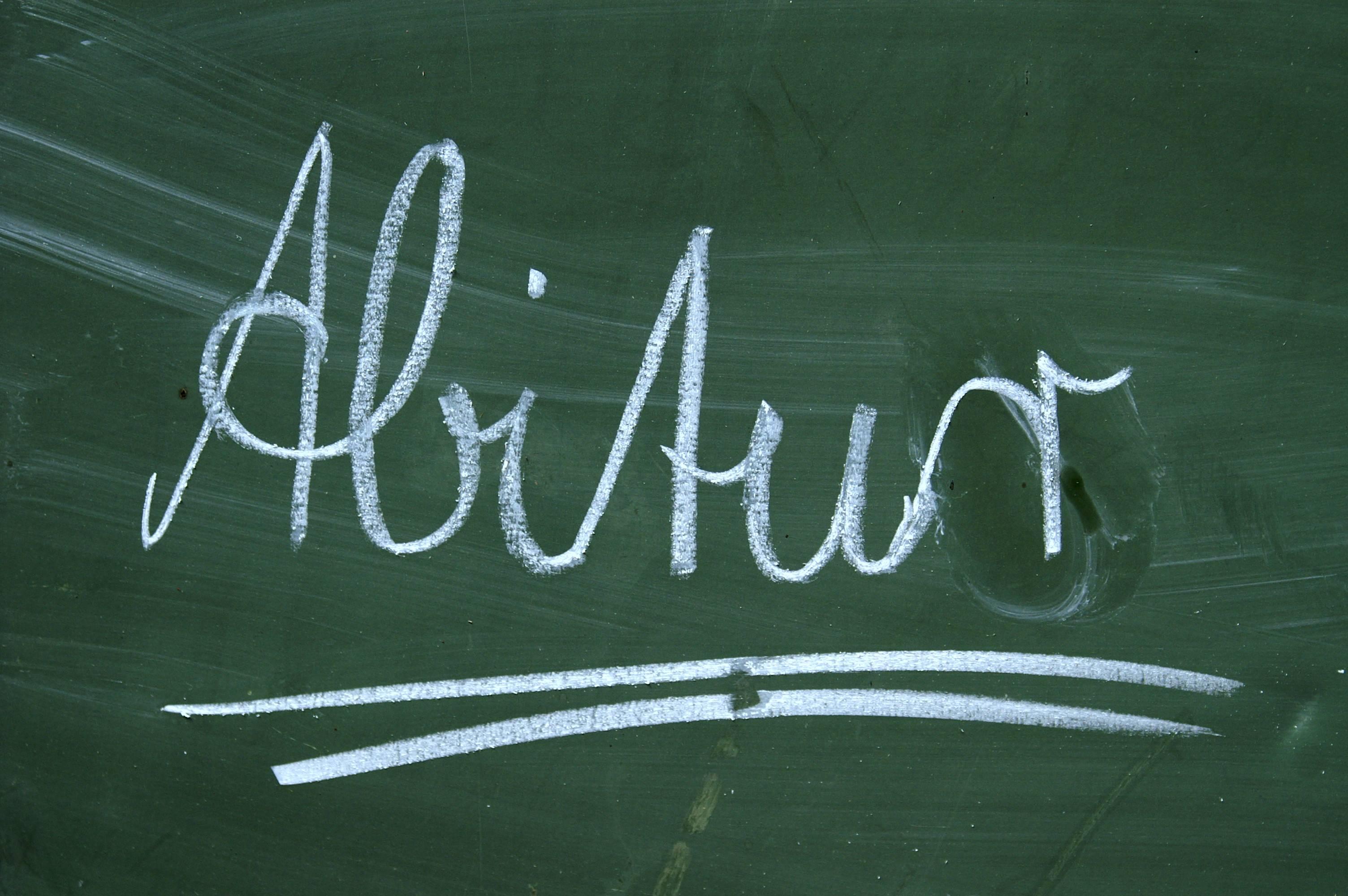 Ist das Abitur das Maß aller Dinge? Foto: S. Hofschlaeger / pixelio.de