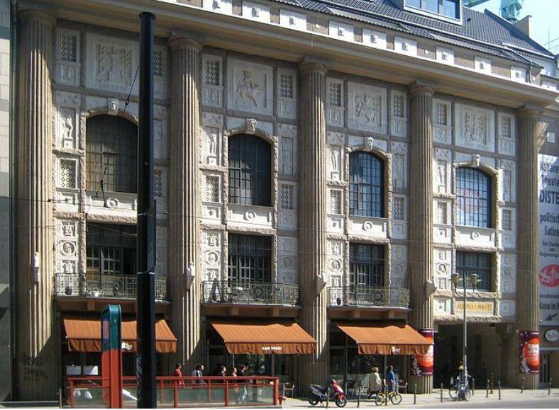 Ort des Geschehens: Der Admiralspalast in der Berliner Friedrichstraße. Foto. Beek 100 / Wikimedia Commons (CC BY-SA 3.0)