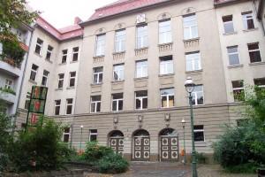 Die Albert-Schweitzer-Schule wird ab Montag wieder bewacht; Foto: Jan Brünig / Wikimedia Commons