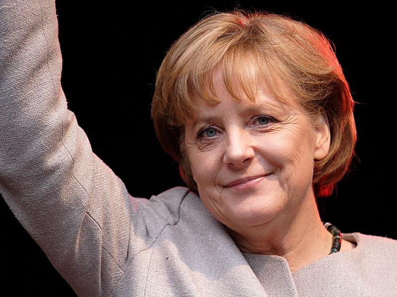 Mischt sich gerne unter Kinder: Bundeskanzlerin Angela Merkel. Foto: Aleph / Wikimedia Commons (CC BY-SA 2.5)