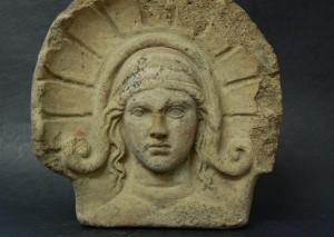 Ein etruskischer Frauenkopf aus dem dritten Jahrhundert vor Christus. Foto: Friedrich-Schiller-Universität Jena, SAK