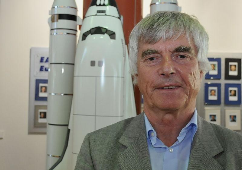 Macht Schülern Naturwissenschaften anschaulich: Ex-Astronaut Ulf Merbold. Foto: Andreas Schebers / Wikimedia Commons (CC BY 2.0)