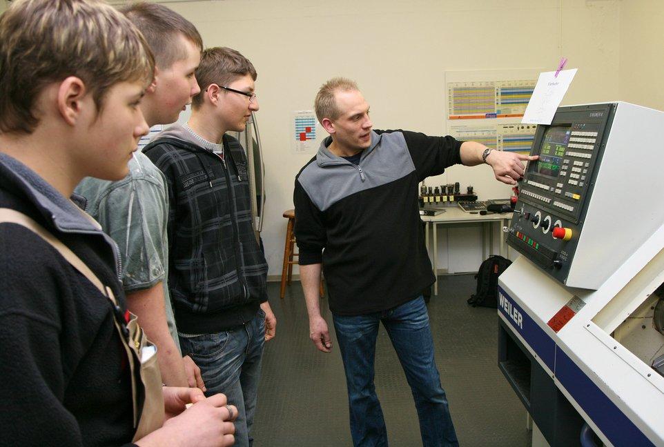 Vor allem in den gewerblich-technischen Fachrichtungen fehlen qualifizierte Lehrkräfte. Foto: Arbeitgeberverband Gesamtmetall / flickr (CC BY 2.0)