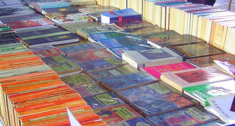 Viele Unterrichtsmaterialen gibt es nicht mehr in Buchform, sondern gratis zum Download im Netz. Foto: Jeena Paradies / Flickr (CC BY 2.0)