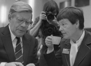 Der damalige Bundeskanzler Helmut Schmidt und seine Frau Loki auf einem Foto von 1979. Foto: Bundesarchiv / Wikimedia Commons (CC BY-SA 3.0)