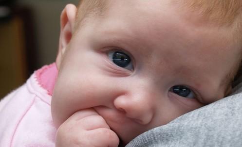 Weckt Empathie bei Kindern: ein Baby. Foto: christina rutz/flickr (CC BY 2.0)