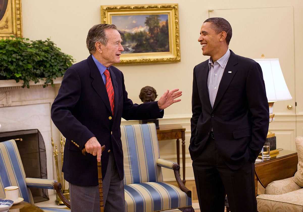 Barack_Obama_and_George_H._W._Bush_in_the_Oval_Office