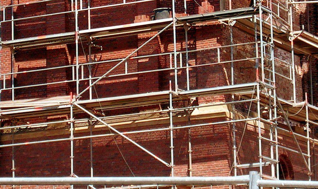 Personalmangel in den Behörden, späte Ausschreibungen bei hohem Sanierungsbedarf - die zügige Sanierung der Berliner Schulen ist mit Problemen behaftet. (Symbolbild) Foto: Elvaube / Wikimedia Commons (CC BY-SA 3.0)